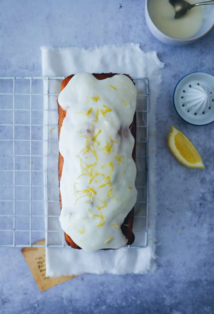 einfacher bester Zitronenkuchen Kastenform Rührteig lemon drizzle cake lemon glaze recipe foodstyling food stylist food photography backblog the bakefeed zuckerzimtundliebe