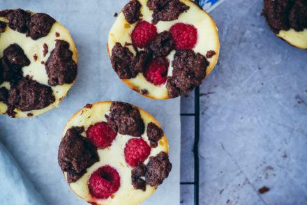 Zupfkuchen Muffins Rezept Käsekuchen muffins quark käsekuchen schoko käsekuchen chocolate cheesecake muffins recipe foodstyling food stylist the bakefeed zuckerzimtundliebe virginia horstmann kleiner käsekuchen food photography