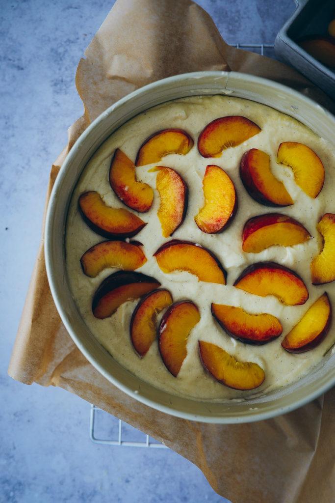 Pfirsichkuchen obstkuchen joghurt kuchen rezept easy peach cake foodstyling food stylist zuckerzimtundliebe foodblog bakefeed donna hay