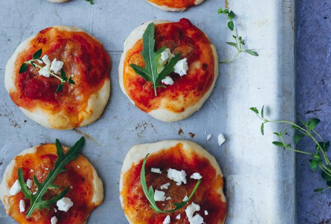 Minipizza rezept selber machen pizzette recipe pizzateig einfacher grundteig pizza Trockenhefe Foodstyling partyrezepte food photography foodblog zuckerzimtundliebe