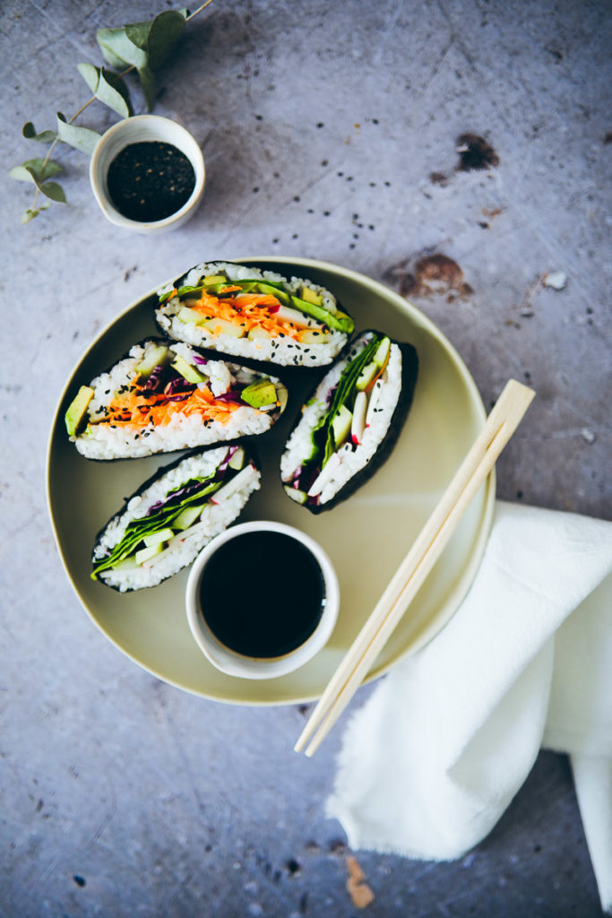 Onigirazu recipe rezept sushi sandwich selber machen foodstyling food stylist vegetarisch veggie food photography zuckerzimtundliebe foodblog cookfeed nytfood food52