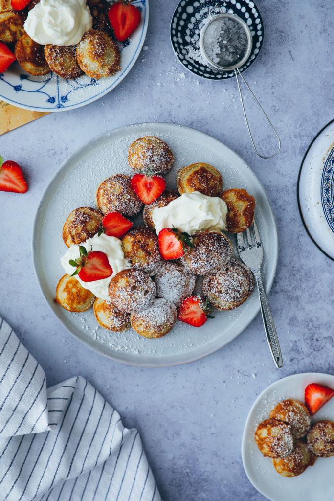 Poffertjes recette de crêpes hollandaises recette aebleskiver foodstylist food styling breakfast ideas brunch sugar cannelle and love food blog fraises back blog