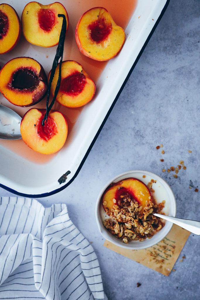 roasted peaches ofen pfirsich rezept foodstyling food photography grillen dessert obst dessert einfacher nachtisch steinobst rezept bakefeed zuckerzimtundliebe bakefeed