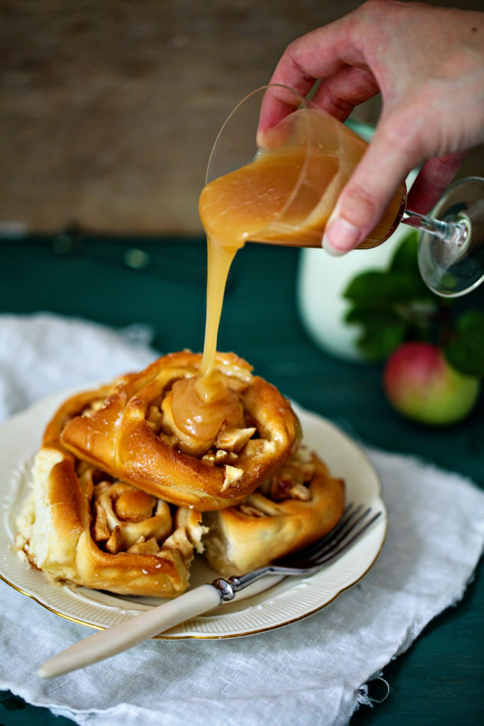 Apfel Zimtschnecke Rezept Karamell Walnuss walnut apple cinnamon buns foodstyling