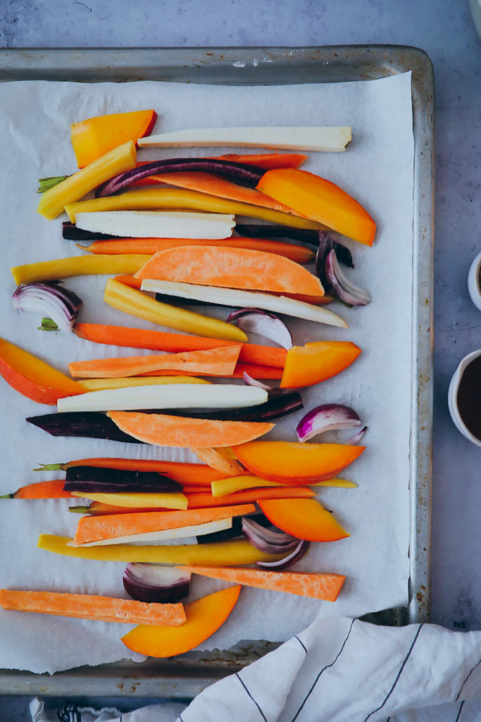 ahornsirup sesam Ofengemuese EDEKA vegetarisch kochbuch foodstyling mittagessen vegetarisch gemüse kochen einfach herbstrezept soulfood sesame maple vegetables pastinake urmoehren kuerbis foodstylist