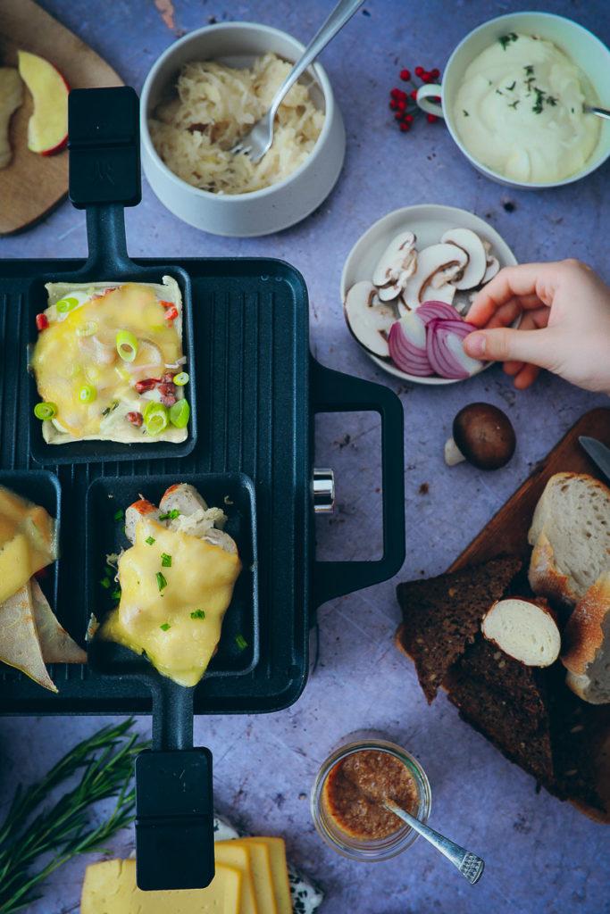 Raclette Ideen Raclette Zutaten Rezept Herbst Rezepte Kürbisrezept Milram Pfännchen Müritzer Käse zuckerzimtundliebe Partyrezept Foodblog Herbstrezept Kürbisrezept bayrisches raclette Flammkuchen Raclette Food photography