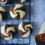 Swirl Cookies Rezept schwarz weiss gebäck einfacher keksteig cookies rezept schoko kekse dänische butterkekse zuckerzimtundliebe foodstyling food photography weihnachtsplätzchen
