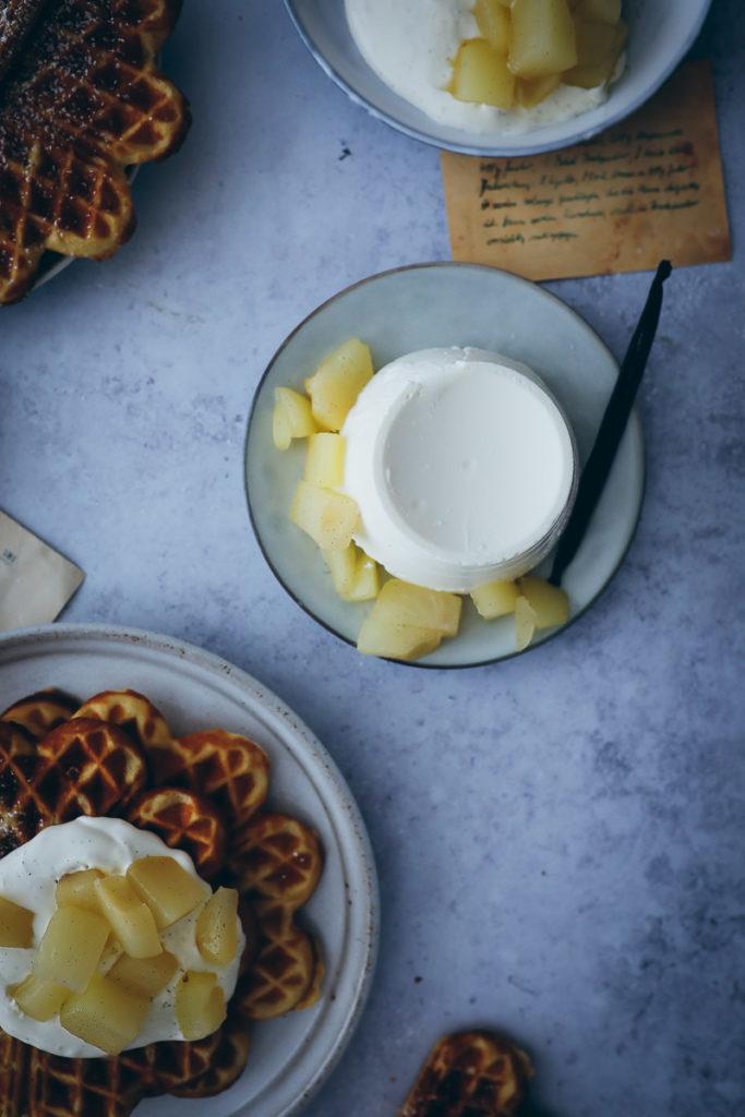 Marzipan Waffeln ricotta vanille birnen kompott waffles recipe zuckerzimtundliebe foodstyling adventswaffeln weihnachtswaffeln marzipanrezepte food stylist backblog galbani