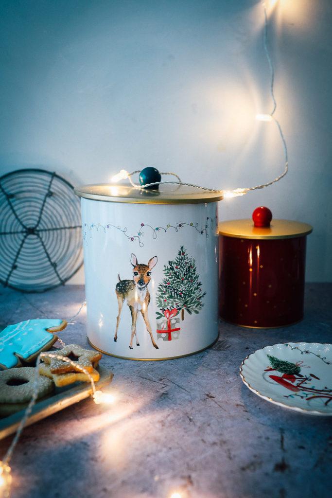 Tchibo Weihnachten weihnachtstisch weihnachtsteller zuckerzimtundliebe Plätzchendose