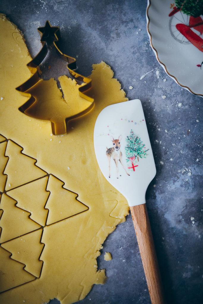 silikon schaber spachtel tchibo weihnachtbaeckerei ausstechplaetzchen zuckerzimtundliebe food styling