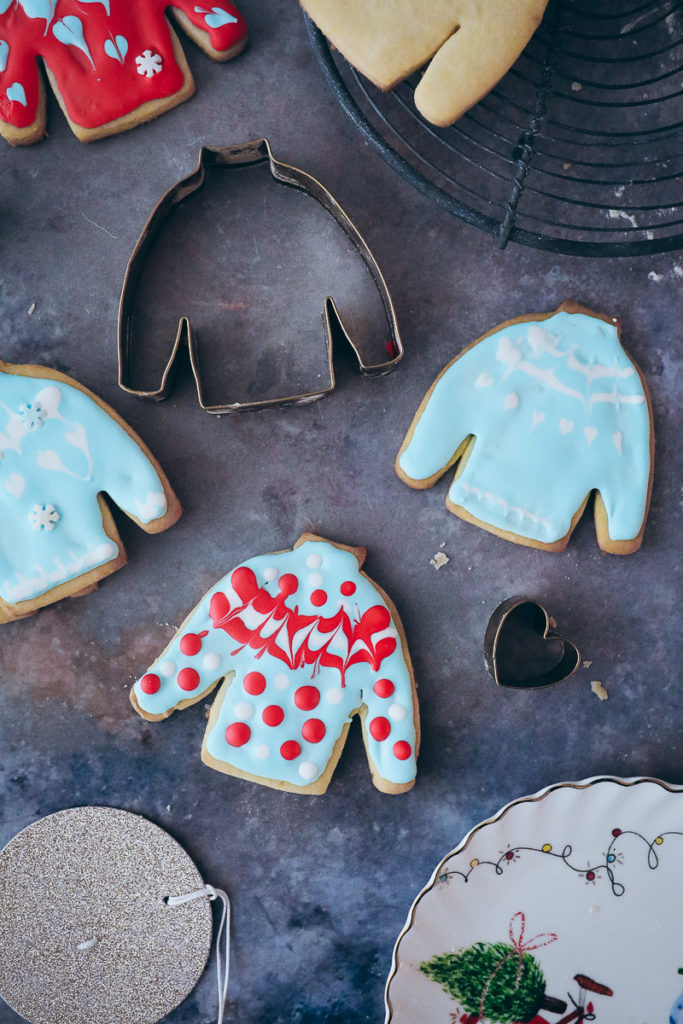 uglychristmassweater ausstechplaetzchen weihnachtsplaetzchen ausstechform pullover weihnachten zuckerzimtundliebe weihnachtsbaeckerei food styling tchibo weihnachtswelt