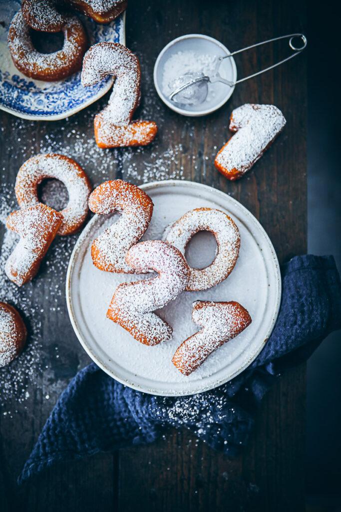 Rezept Neujahrsberliner Krapfen kreppel Rezept new years eve donuts foodstyling silvester ideen silvesterrezept