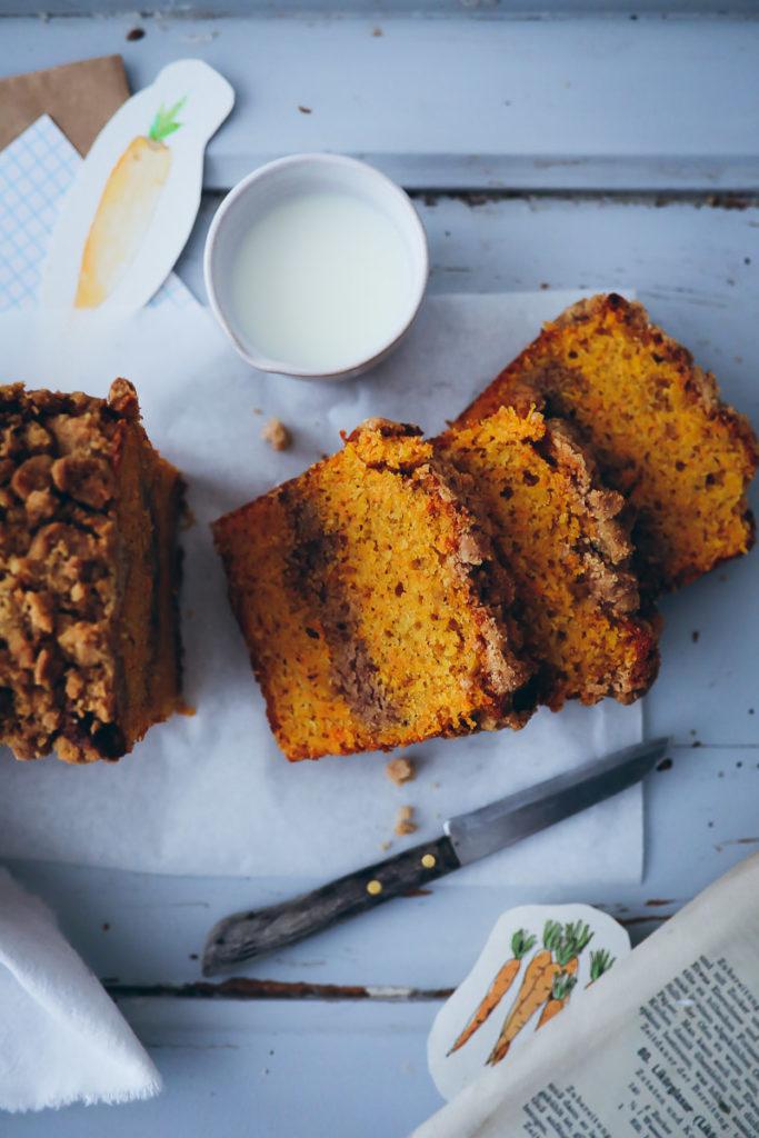 Möhrenkuchen Streusel Carrot cake rüblikuchen rezept bester möhrenkuchen recipe foodstyling food styling bakefeed zuckerzimtundliebe backblog foodblog ostern kastenkuchen