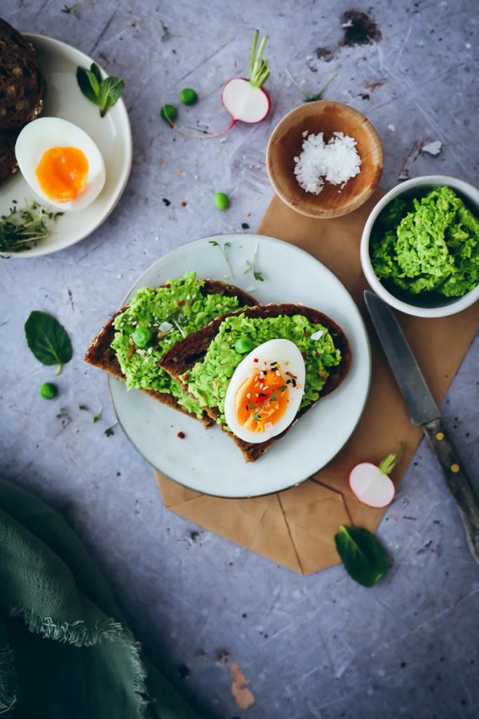 Erbsen Avocado aufstrich green peas spread avocado toast sandwich stulle der woche eierbrot eiersalat weich gekochtes Ei zuckerzimtundliebe foodblog foodstylist food styling schnittchen