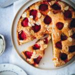 rezept einfacher Erdbeerkuchen rührteig obstkuchen erdbeerrezept simple strawberry cake foodstyling food stylist zuckerzimtundliebe bakefeed foodblog backblog sommerkuchen