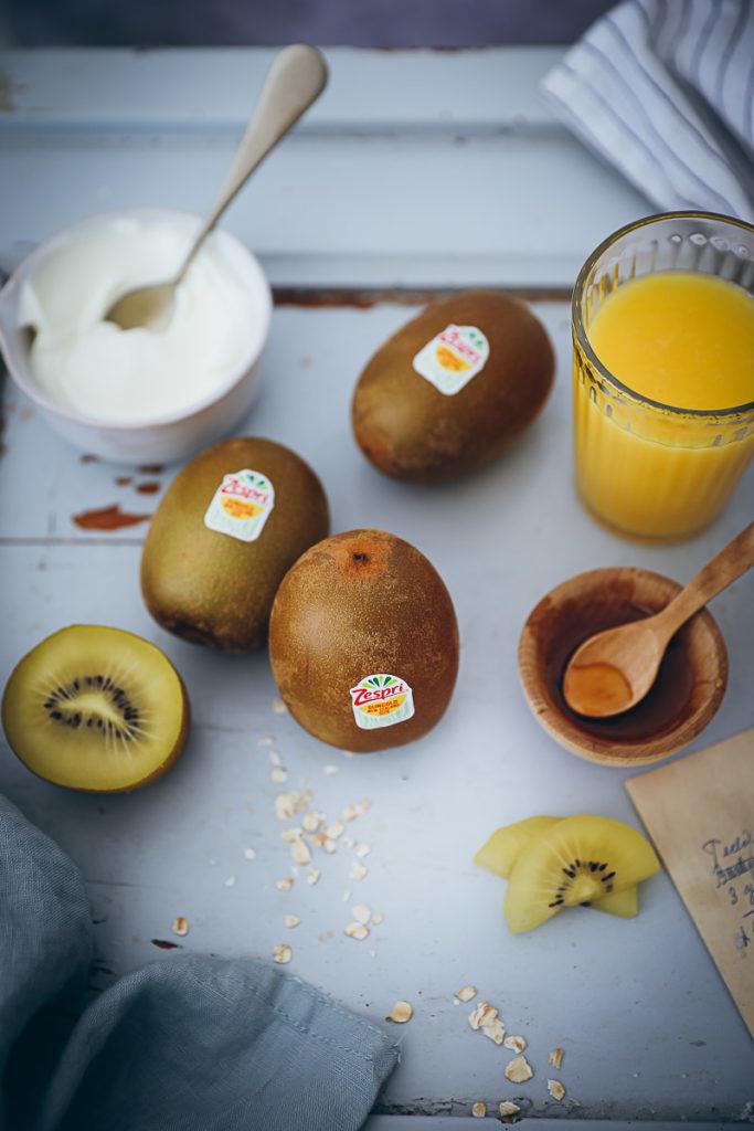 Kiwi Smoothie Rezept Recipe Zespri SunGold Kiwi foodstyling food stylist food photography zuckerzimtundliebe frühstücksrezept vitamin c rezept brunch ideen
