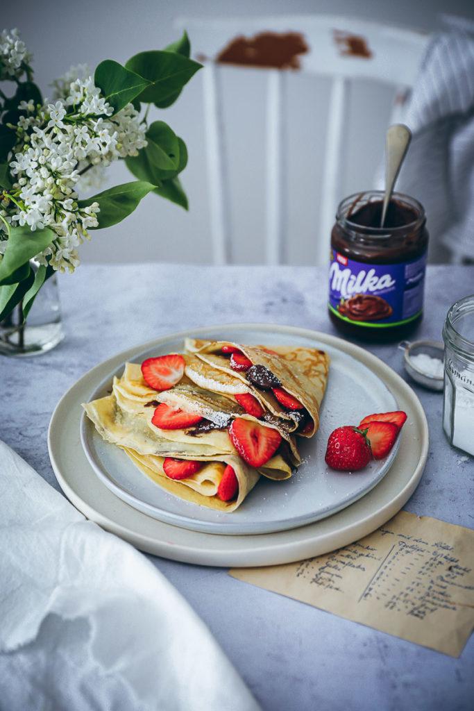 Crepes rezept milka haselnusscreme erdbeeren chocolate strawberry banana crepes pancakes recipe zuckerzimtundliebe foodblog backblog foodstyling food photography bakefeed food 52