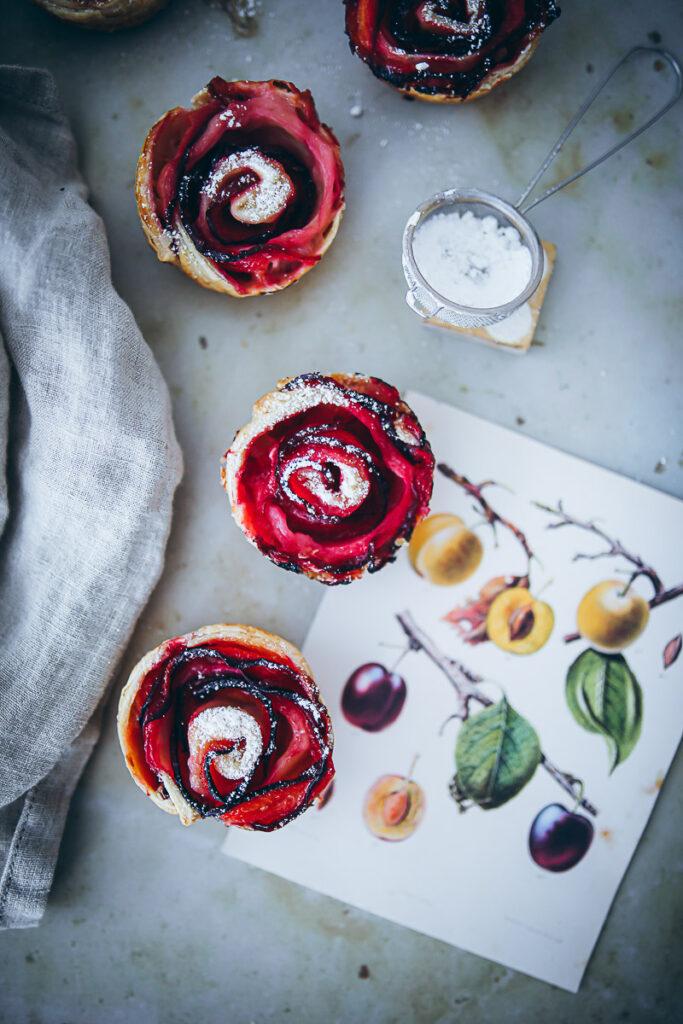 Pflaumen Rosenmuffins Pflaumenkuchen Pflaumenmuffins Blätterteig rezept plum rose muffins recipe puff pastry zuckerzimtundliebe backblog deutscher foodblog pflaumenrezepte bakefeed bake from scratch feedfeed food 52
