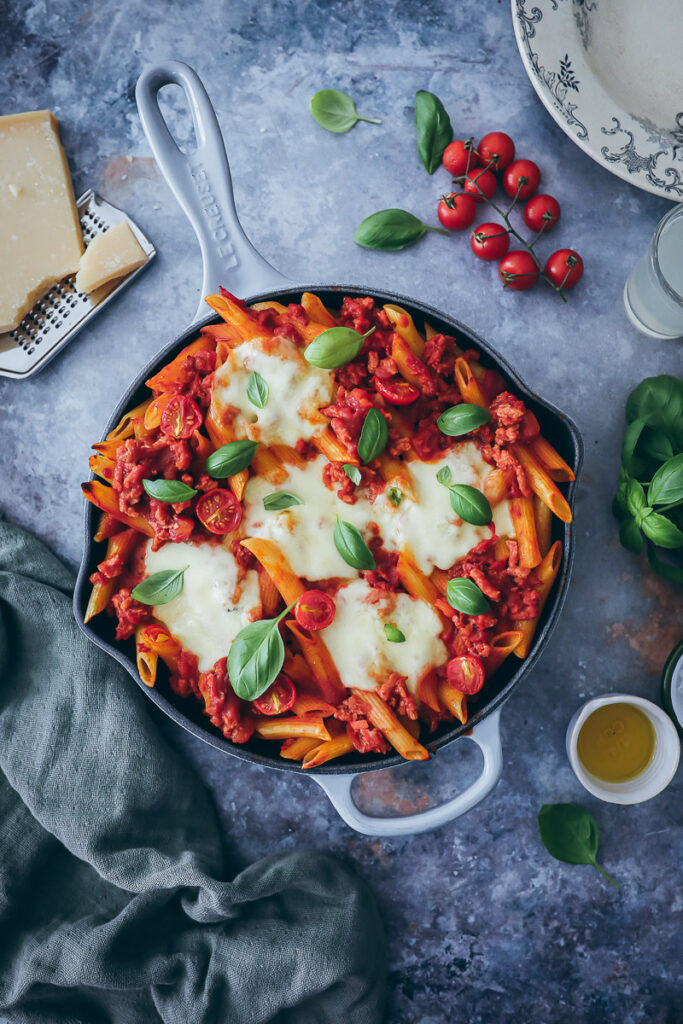 Vegetarische Bolognese Pasta veggie bolognese sauce vegetarisches Hack veganes hackfleisch edeka no meat just hack foodstyling pastarezept pasta recipe skillet baked pasta recipe food photography feedfeed food 52