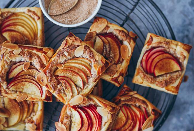 Apfel Frangipane Tarte Blätterteig Rezept einfacher Apfelkuchen bester Apfelkuchen fall baking bakefeed zuckerzimtundliebe apple cake apple puff pastry hand pies food styling die besten apfelrezepte Herbstkuchen herbstrezept