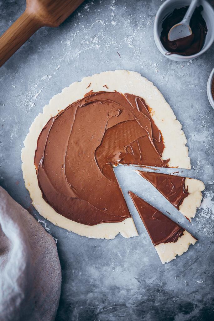 Schokoladen Rugelach Rezept deutsch chocolate nutella rugelach recipe keksrezept schokokekse kekse schokofüllung nutella kekse foodstyling food photography zuckerzimtundliebe mürbeteig frischkäse bakefeed