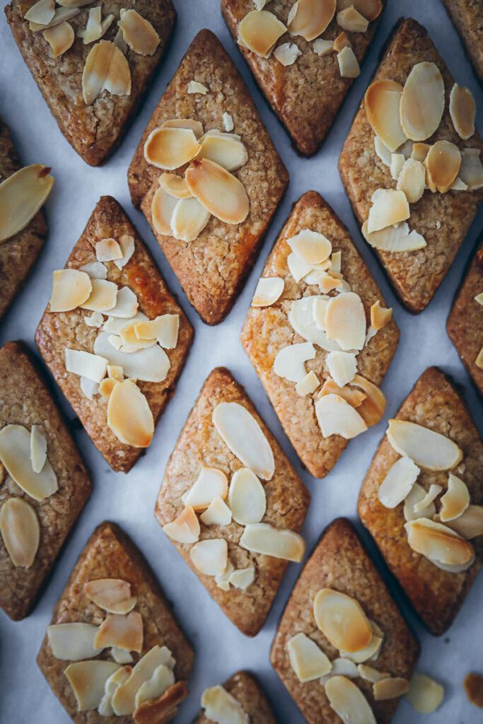 Spekulatius Plätzchen rezept selber machen Mandel spekulatius speculaas recipe speculoos almond cookies weihnachtsplätzchen rauten plätzchen zuckerzimtundliebe bakefeed feedfeed foodstyling weihnachtsbäckerei adventsgebäck spekulatiusgewürz