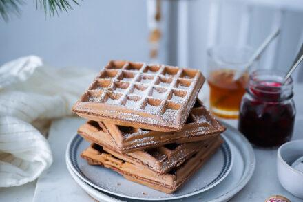 Weihnachtswaffel Rezept Lebkuchen waffeln dicke belgische waffeln ohne hefe zuckerzimtundliebe weihnachtsfrühstück weihnachtsbrunch foodstyling gingerbread waffles recipe feedfeed