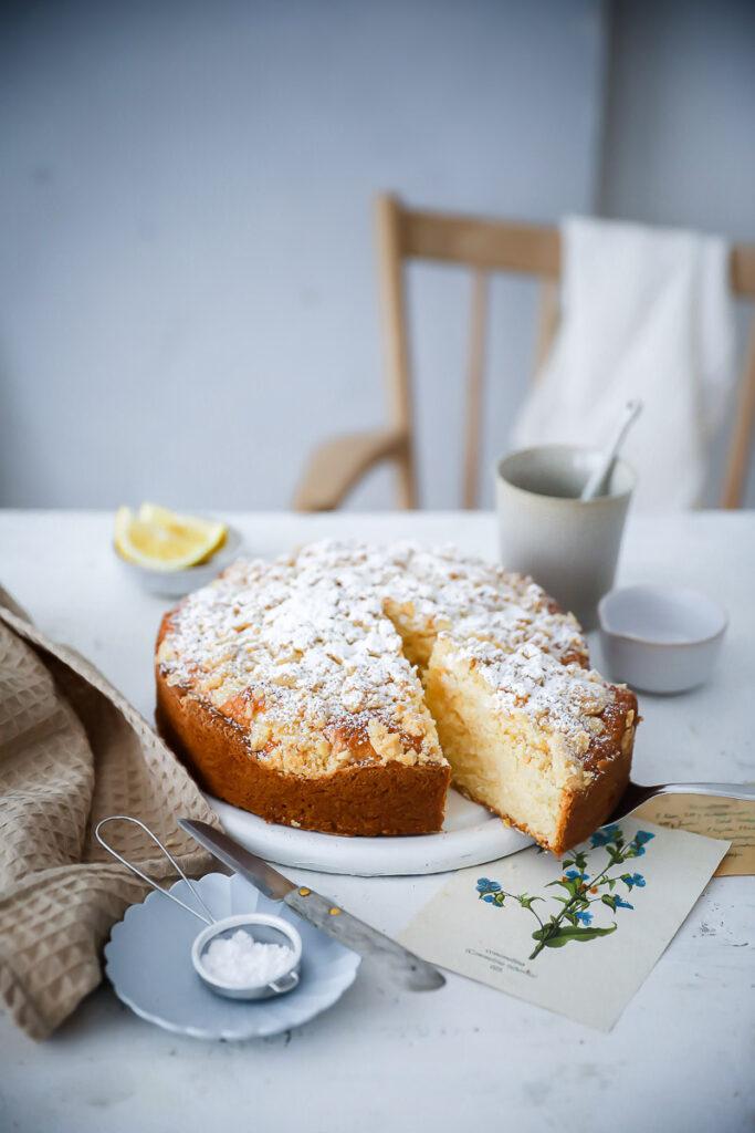 Zitronenkuchen Streuselkuchen Rezept lemon crumb cake einfache streusel foodstyling food photography zuckerzimtundliebe backblog bakefeed feedfeed einfache kuchenrezepte saftiger zitronenkuchen