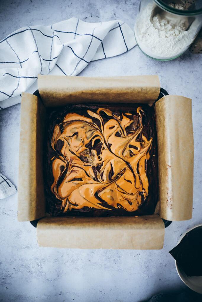 Erdnussbutter Peanutbutter Brownies rezept Brownies Grundrezept saftiger Schokokuchen Erdnussbutter rezepte foodstyling food photography food 52 bakefeed feedfeedd backblog foodblog zuckerzimundliebe einfaches Brownierezept