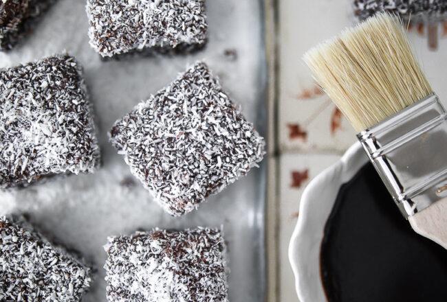 Lamingtons Rezept Recipe Australian cake Foodstyling kokoskuchen kinder kuchen würfel schokoglasur kokosnuss food photo bakefeed gourmet traveller feedfeed zuckerzimtundliebe backblog