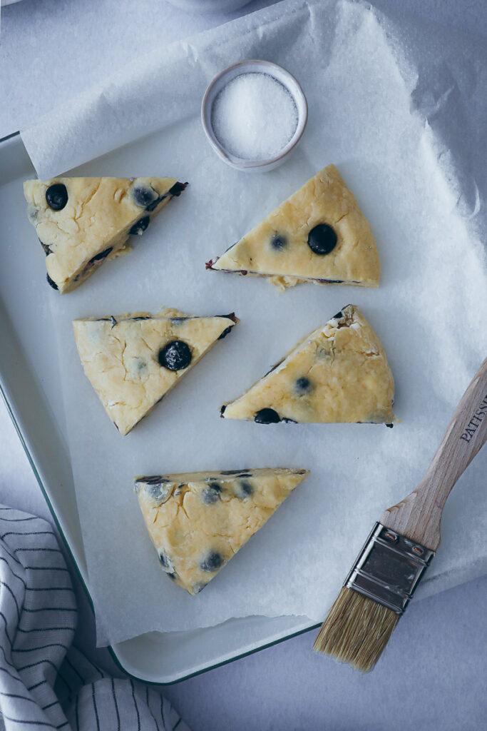 Blaubeer Scones Rezept blueberry scones blaubeer brötchen frühstücks rezept süsses brötchen backen bakefeed zuckerzimtundliebe deutscher foodblog backblog brunch ideen brunchrezept