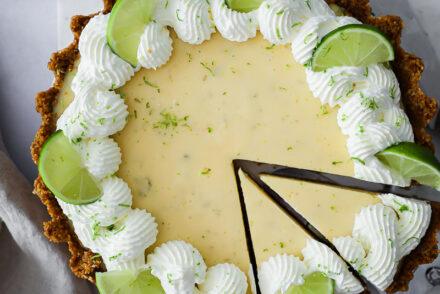 Key Lime Pie Rezept recipe Limetten Tarte Keksboden Foodstyling food photo limetten kuchen sommerkuchen sommergebäck foodblog feedfeed bakefeed