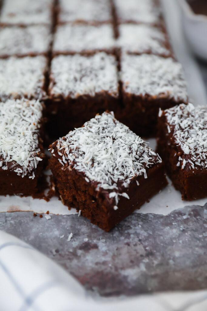 Kärleksmums schwedischer Schokoladenkuchen Snoddas swedish chocolate cake zuckerzimtundliebe chokladrutor mockarutor bakefeed feedfeed foodstyling deutscher foodblog