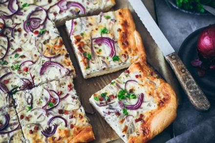 Zwiebelkuchen Rezept mit Hefeteig onion tart foodstyling bakefeed bake from scratch EDEKA heimkommen kochbuch zuckerzimtundliebe feedfeed food styling fall baking